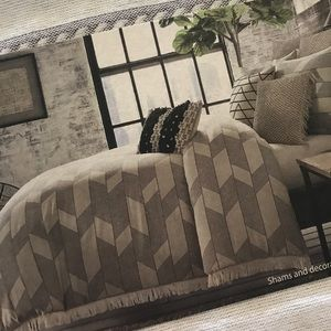 Twin Duvet Cover and 2 matching pillow shams